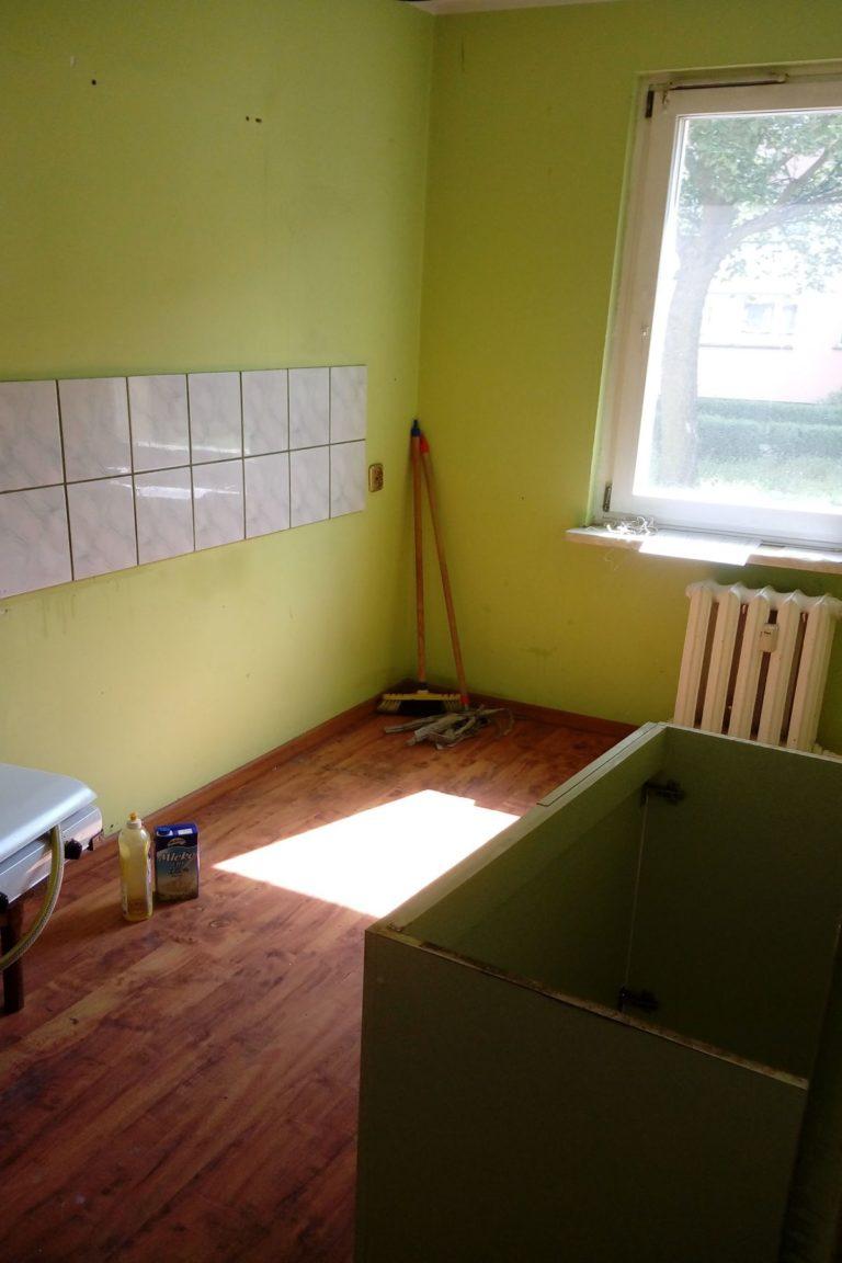 pokój bez mebli w mieszkaniu pod inwestycje w lesznie