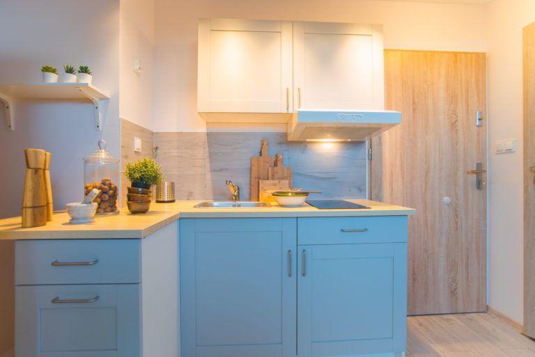 szafki kuchenne w mieszkaniu inwestycyjnym we wrocławiu