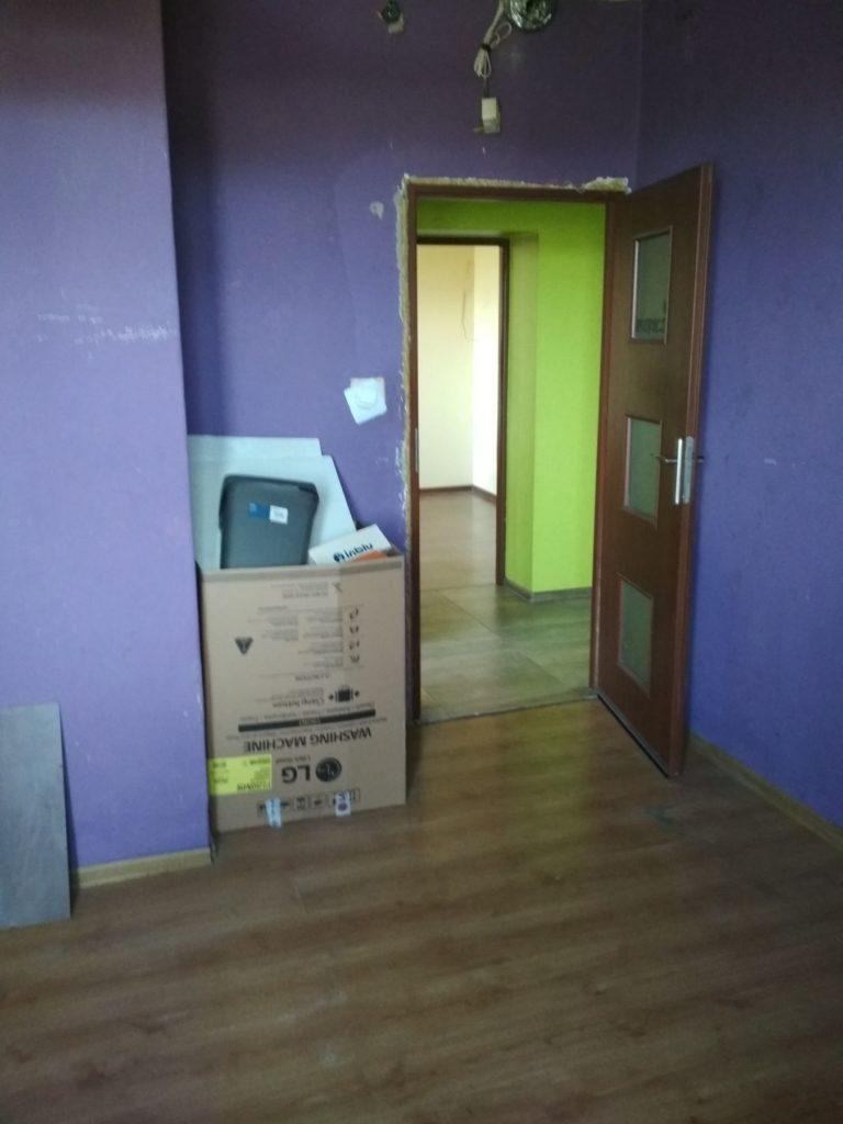 fioletowe ściany w mieszkaniu w gdyni