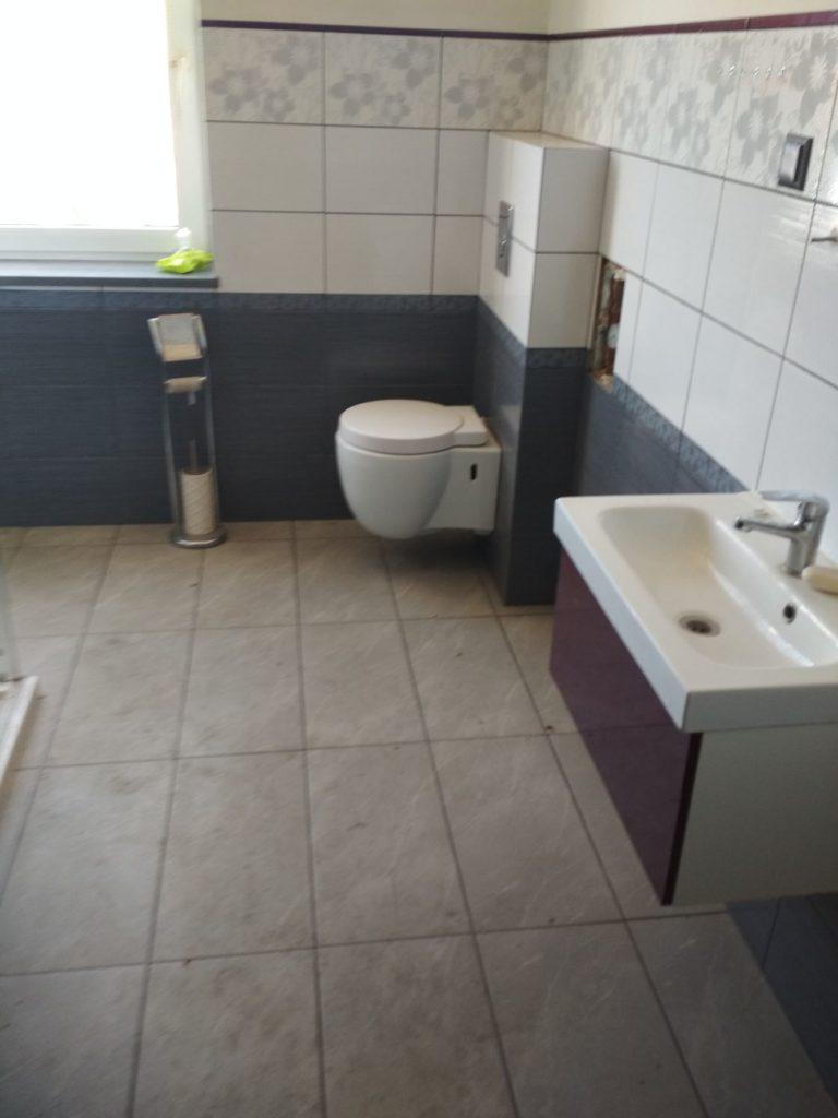 duża łazienka w mieszkaniu do remontu