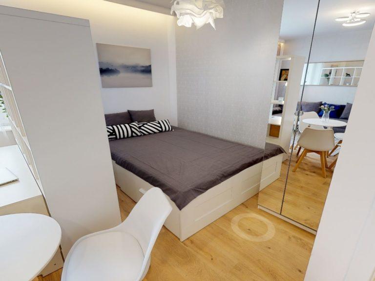 sypialnia w mieszkaniu na wynajem w gdyni
