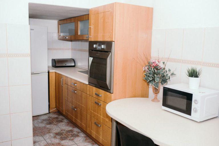 odświeżona kuchnia w mieszkaniu inwestycyjnym
