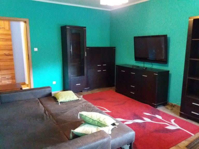 czarne meble w mieszkaniu przed aranżacją